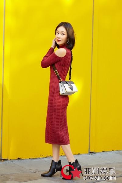 胡蓉蓉最新私服街拍 随性多变玩转新年魅力