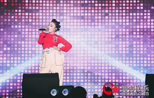 有嘻哈巡演上海圆满落幕 VaVa连唱经典点燃寒冷冬夜