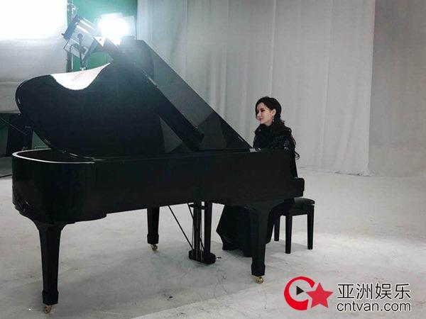 """徐若汐新单《从你的世界路过》MV拍摄 """"靳东""""客串"""