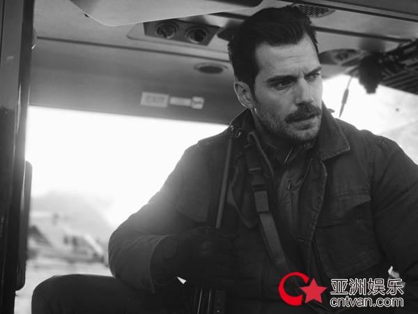 """阿汤哥公布片名《碟中谍6:全面瓦解》 扒直升机惊险""""超人""""重磅加盟"""