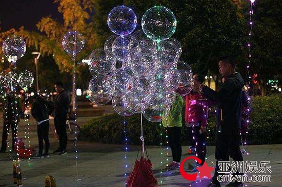 网红气球窝点被端 气球爆炸4人被烧伤