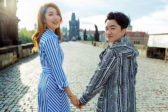 王祖蓝李亚男三周年结婚纪念日 甜蜜美图尽显温情浪漫
