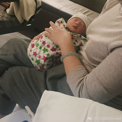 雪梨晒出宝宝照片 雪梨也大方承认网友猜测