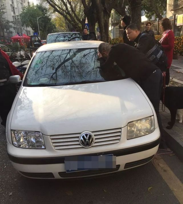 6岁女童被困车内 换来打来电话投诉民警