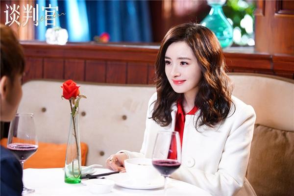 《谈判官》里的杨幂满足了中国好女友的所有标准