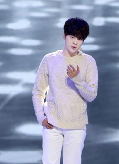 穿着白毛衣唱情歌  听说还会跳舞,徐海乔的元宵节目这么精彩?