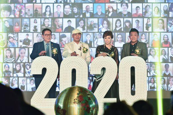 百丝集团20周年庆典  致力打造轻奢侈服装品牌