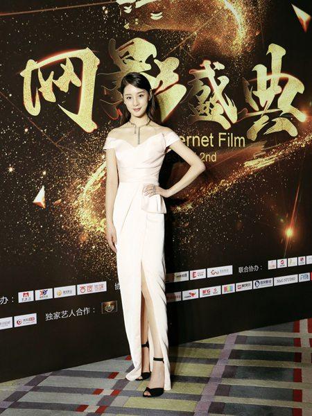 赵圆瑗亮相北京电影节网影盛典红毯 优雅大方温婉动人