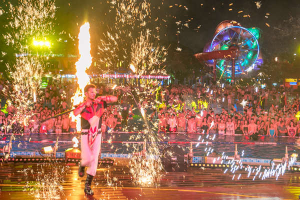 长隆水上乐园4月29日全面开启夜场!