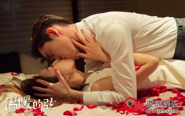 """《温暖的弦》张翰张钧甯""""耳后吻""""甜爆  今晚""""卫星夫妇""""破镜重圆!"""
