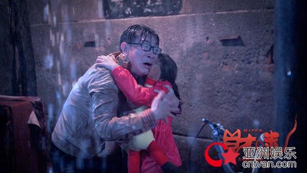 六小龄童拍《财迷》数次落泪 导演董董:父亲内心更脆弱