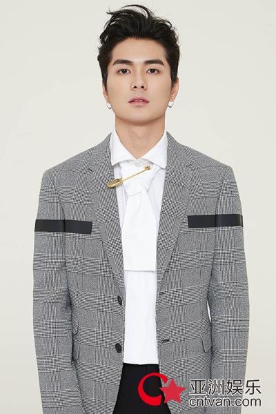 演员邓竞时尚大片潮范儿十足 尽显青春风范