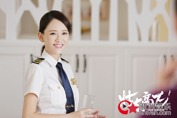 韩红献唱《壮志高飞》主题曲 陈乔恩郑恺脸颊啵啵