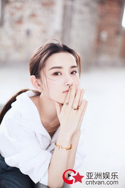 """宋祖儿珠宝大片曝光,成功变身时尚""""优等生"""""""