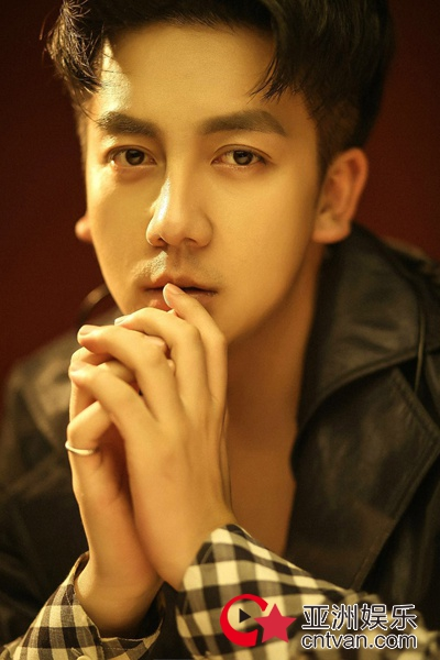 演员康磊曝质感写真 尽显魅力绅士风尚