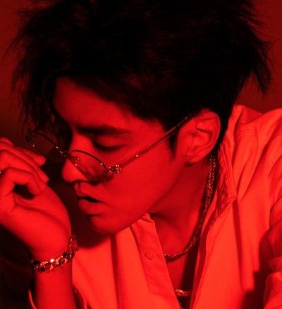 吴亦凡 在自己的音乐王国创出《天地》