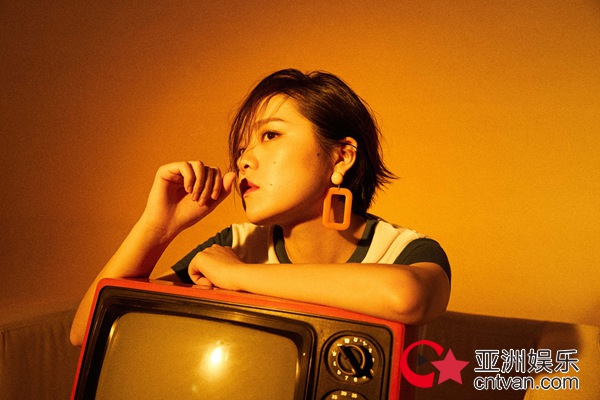 刘思涵全新单曲《保姆》首发 包揽词曲创作带来夏日态度