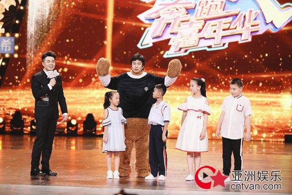 邓超《奔跑吧》收官嘉年华 熊玩偶上线化身超级英雄