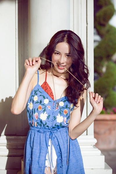 向心狙击!童苡萱最in潮搭尽显撩人魅力