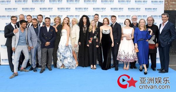 《妈妈咪呀2》举办全球首映礼 万众瞩目超豪华阵容齐聚伦敦