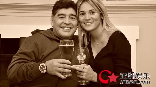马拉多纳求婚成功  球王将开始第二次婚姻!