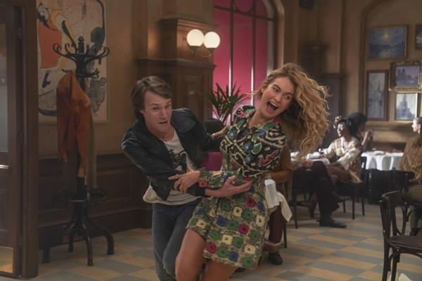 """《妈妈咪呀2》科林·费斯享受音乐快乐起舞 全阵容回归如""""家庭团聚"""""""