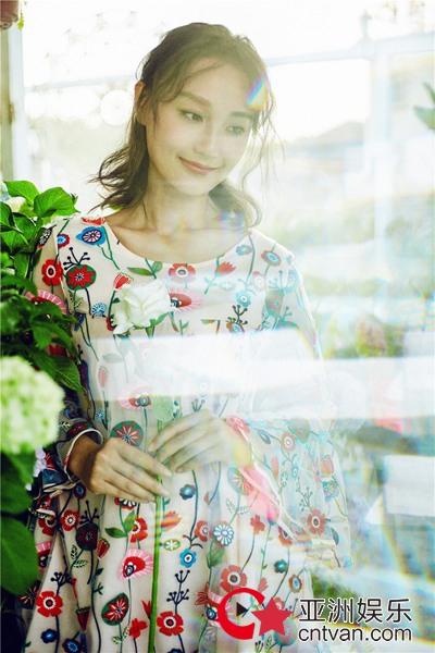 夏日花房元气少女康琳浠,与花为伴仙气十足!