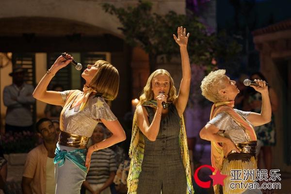 《妈妈咪呀2》全球票房超2.3亿美元  众巨星共舞经典Dancing Queen