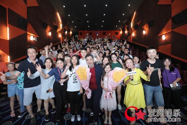 """《》广州路演受千人追捧 票房破八亿成""""合家欢""""不二之选"""