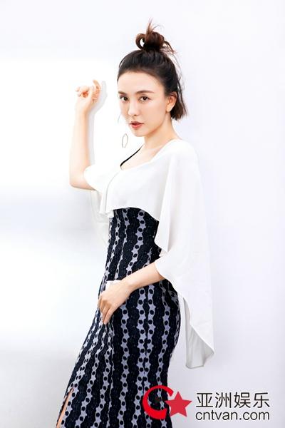 仙女本仙!吕佳容杂志大片曝光白色长裙纯甜可人