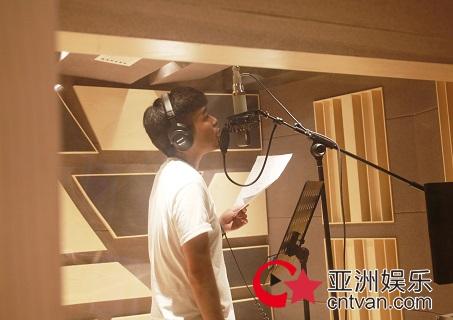 """苟瀚中通宵为《失恋留声机》故事录制歌曲 歌迷大呼""""心痛期待"""""""