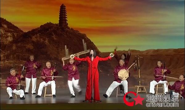 谭维维献唱中非合作论坛 携华阴老腔弘扬民族音乐