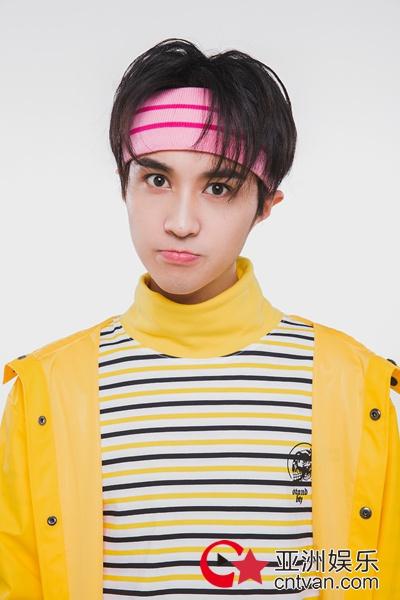 徐杨清新活力写真首次发布 盐系奶萌的闪光少年!