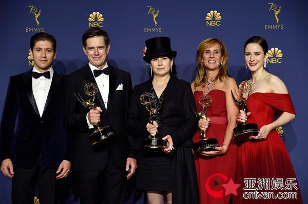 《权利的游戏》三获艾美奖最佳剧集 《使女的故事》爆冷