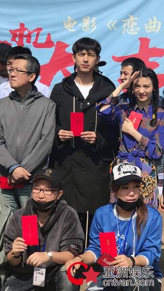 梅峰导演《恋曲1980》电影今日正式开机 《不成问题的问题》原班人马再聚首