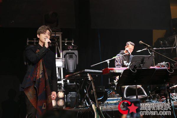 洪卓立、吴浩康首次合作演唱会 限定二人组合展现兄弟情