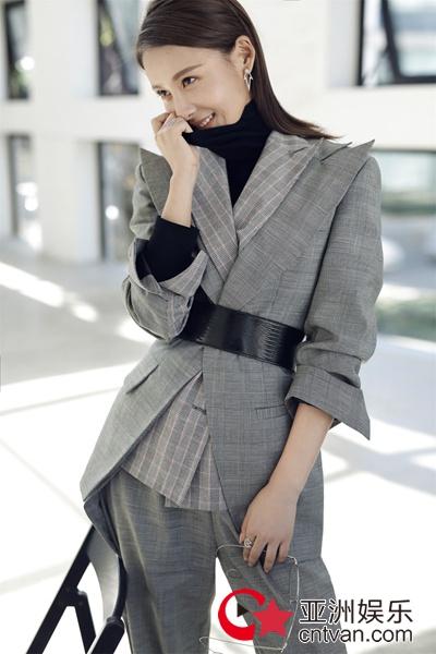 贾清时尚美图曝光   西装撩人演绎冬日酷帅