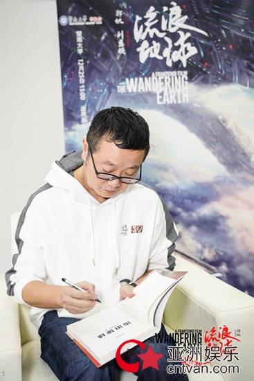 """《流浪地球》""""倔强到底""""高校路演收官 数万学生为中国科幻电影助力"""