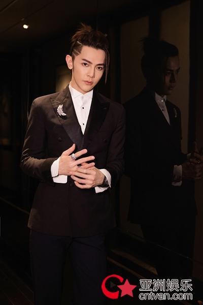 定制男友汪东城亮相时尚盛典 绅士风格尽显时髦本色