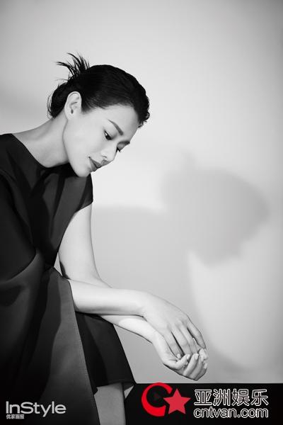 胡杏儿时尚大片从容干练 散发自信优雅独特魅力
