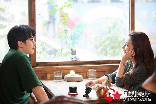 《女儿们的恋爱》Selina张轩睿共用吸管 沈梦辰学东北话