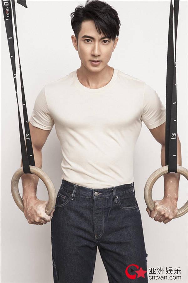 吴尊登杂志封面   硬朗身形展现完美胸肌