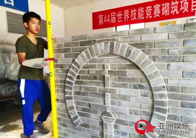 """小伙砌墙夺世界冠军  笑称""""这个真的是搬砖"""""""