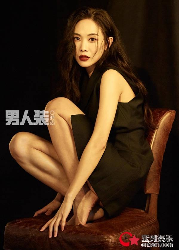 王霏霏时尚大片曝光 独特魅力散发高级性感