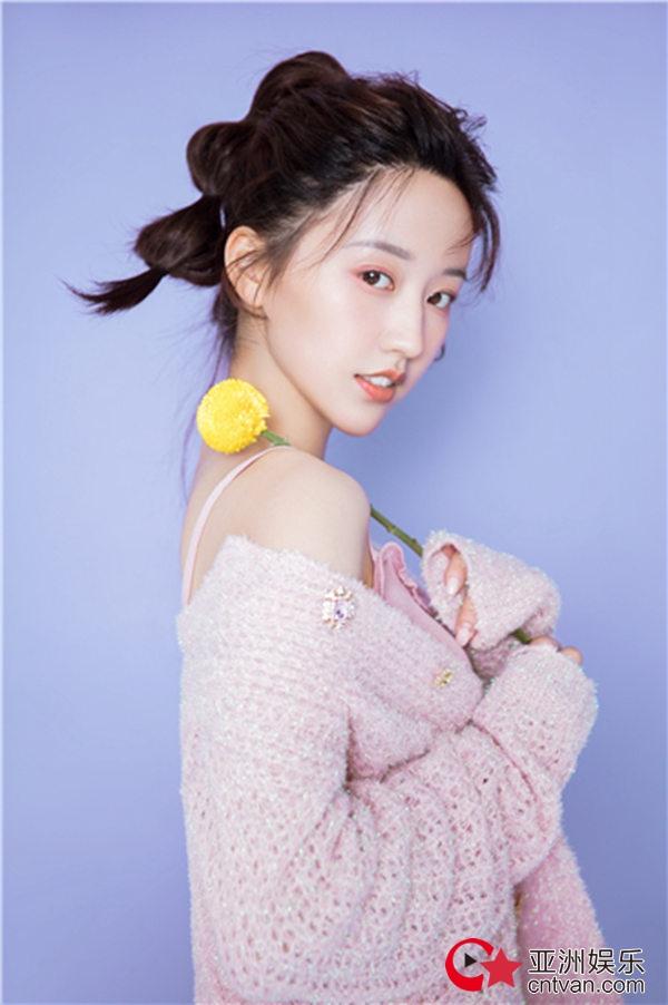 演员宗元圆春日写真来袭  甜美清新满屏少女感