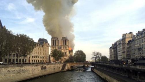 装修工人在巴黎圣母院抽烟  网友却在讨论能在火灾中幸存的烟蒂是用什么做的?