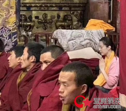 范冰冰现身西藏礼佛  未见未婚夫李晨陪同