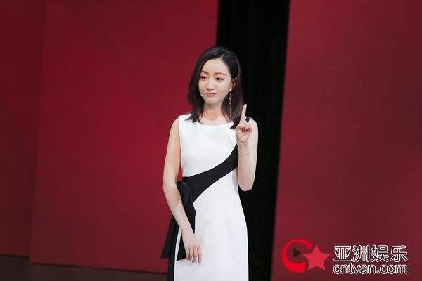 """杨蓉发表""""青年的力量""""主题演讲 传递青春正能量"""