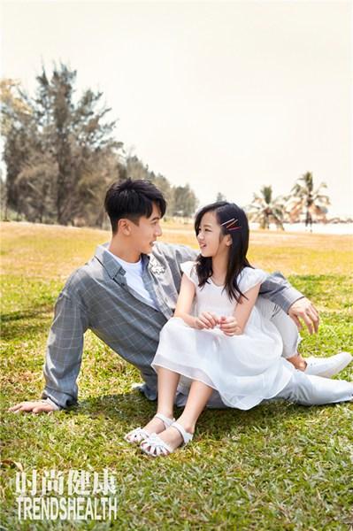 吴尊父女时尚杂志封面甜暖释出 Nei Nei白裙恬静气质十足