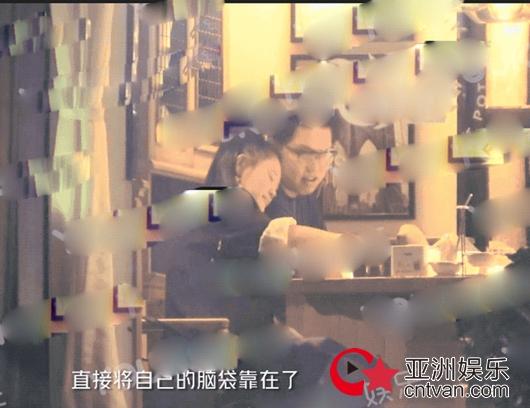 袁娅维恋情曝光 将头靠他男方肩膀互动亲密!